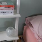 Wonen | Een wit houten bibliotheekladder in huis